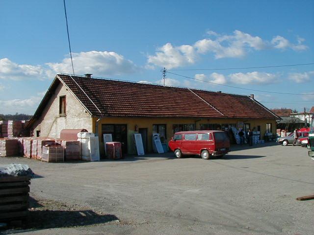 Nekada glavno skladište u gradu Gramog prije rušenja 03.11.2001