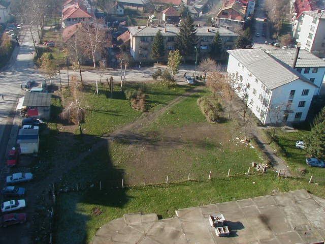 Pogled na park kod opcine 30.11.2000