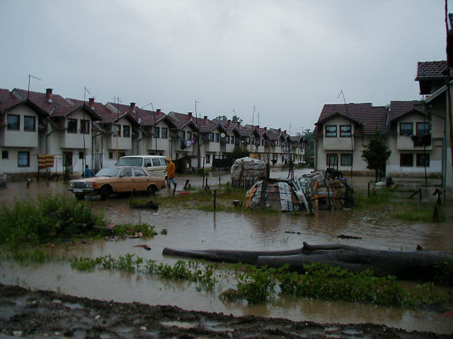 Poplava u Živinicama Izbjegličko naselje  na Karauli 20.06.2001
