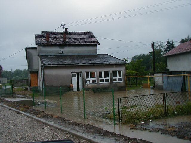 Veterinaska stanica u vodi 20.06.2001